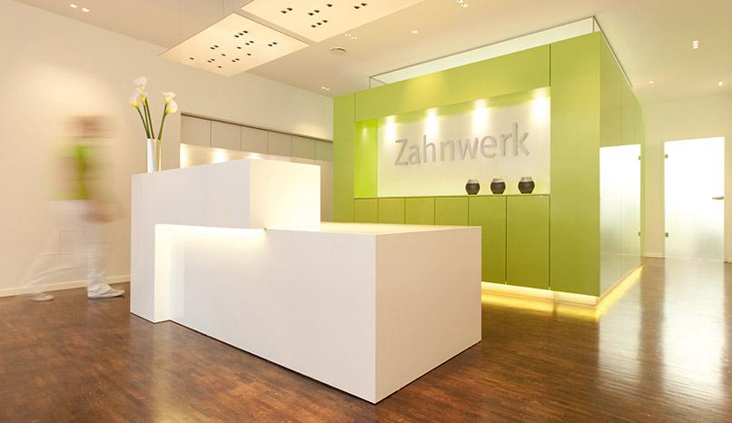Empfangsbereich von Zahnwerk Rehbein. Ihre Zahnarztpraxis für Leipheim, Günzburg, Langenau.